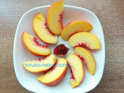 peach 桃の美味しくて綺麗でスッキリ 切り方むき方の画像 種が中心にあり、実が綺麗に切られている写真
