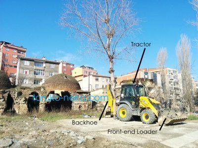 トルコ猫歩き イスタンブール バックホウ バックホー ユンボ トラクター backhoe パワーショベルの違いを記した画像 写真
