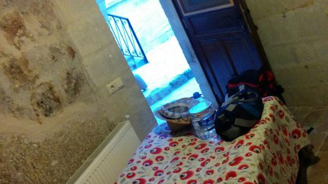 カッパドキアの洞窟ホテルのシングルベッド