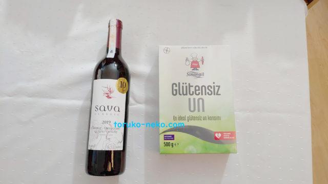 赤葡萄酒とグルテンフリーの小麦粉